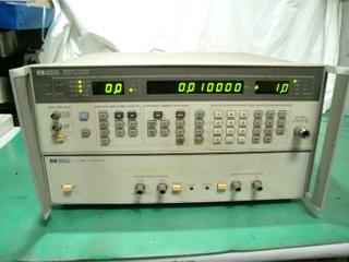 標準信号発生器 8657D(3a0605)